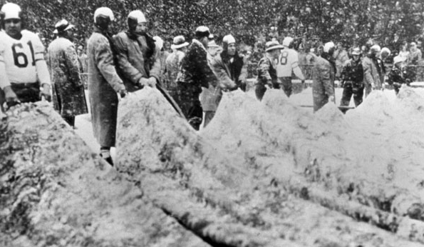 Eagles and Cardinals players removing the tarp before the snowy 1948 NFL title game.