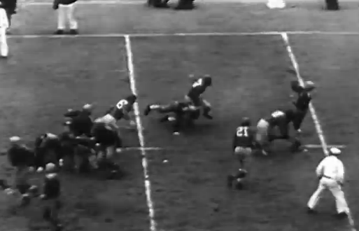 The Packers' Cecil Isbell throws a touchdown pass in the 1939 title game vs. the Giants.