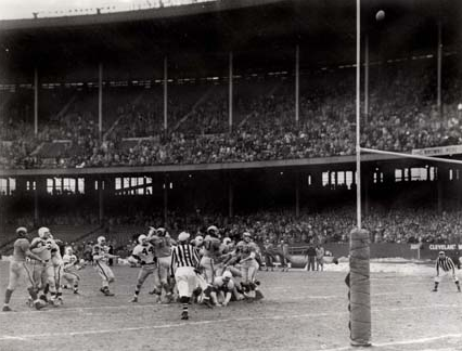 Lou Groza's game-winning field goal is about to clear crossbar in the 1950 title gave vs. the Rams.