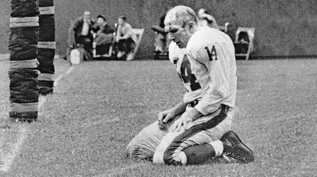 This is no longer the image of the NFL QB in his late 30s (the Giants' Y.A. Tittle in 1964).