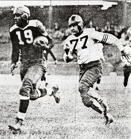 Bears Hall of Famer Red Grange (77) tries to catch the Cardinals' Joe Lillard (19).