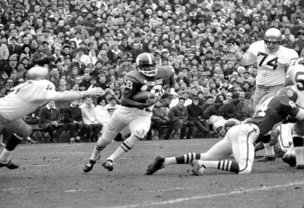 Michigan State's Jimmy Raye takes off and runs against Notre Dame in 1966 -- the famed 10-10 tie.