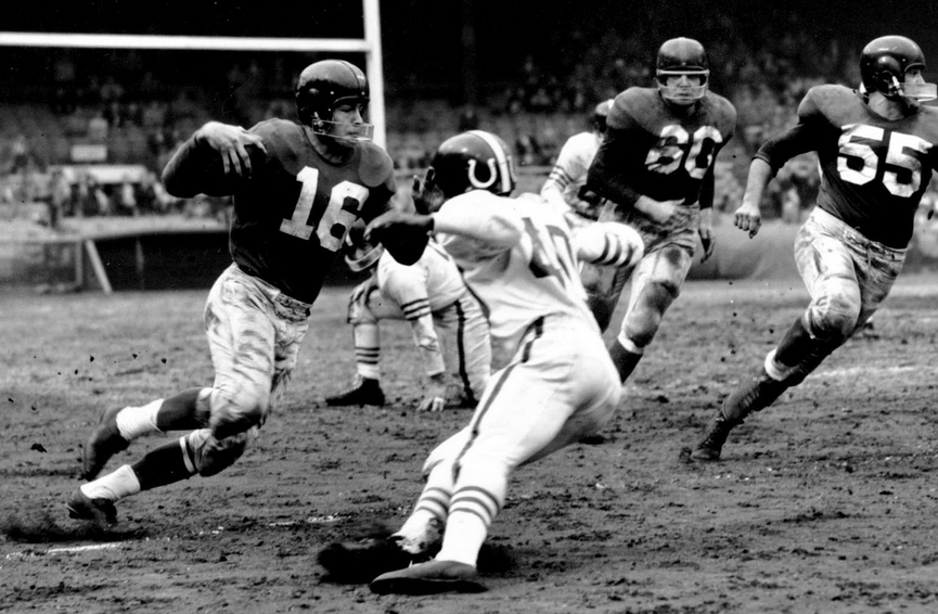 The Giffer cuts upfield against the Baltimore Colts in 1955.